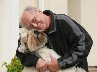 Resultado de imagen para las mascotas y los ancianos
