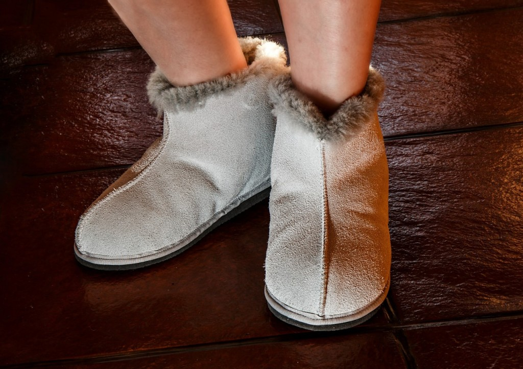 sheepskin-slippers-444181_1280