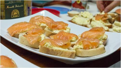 Tapas para compartir con los amigos condislife - Tapas con salmon ahumado ...