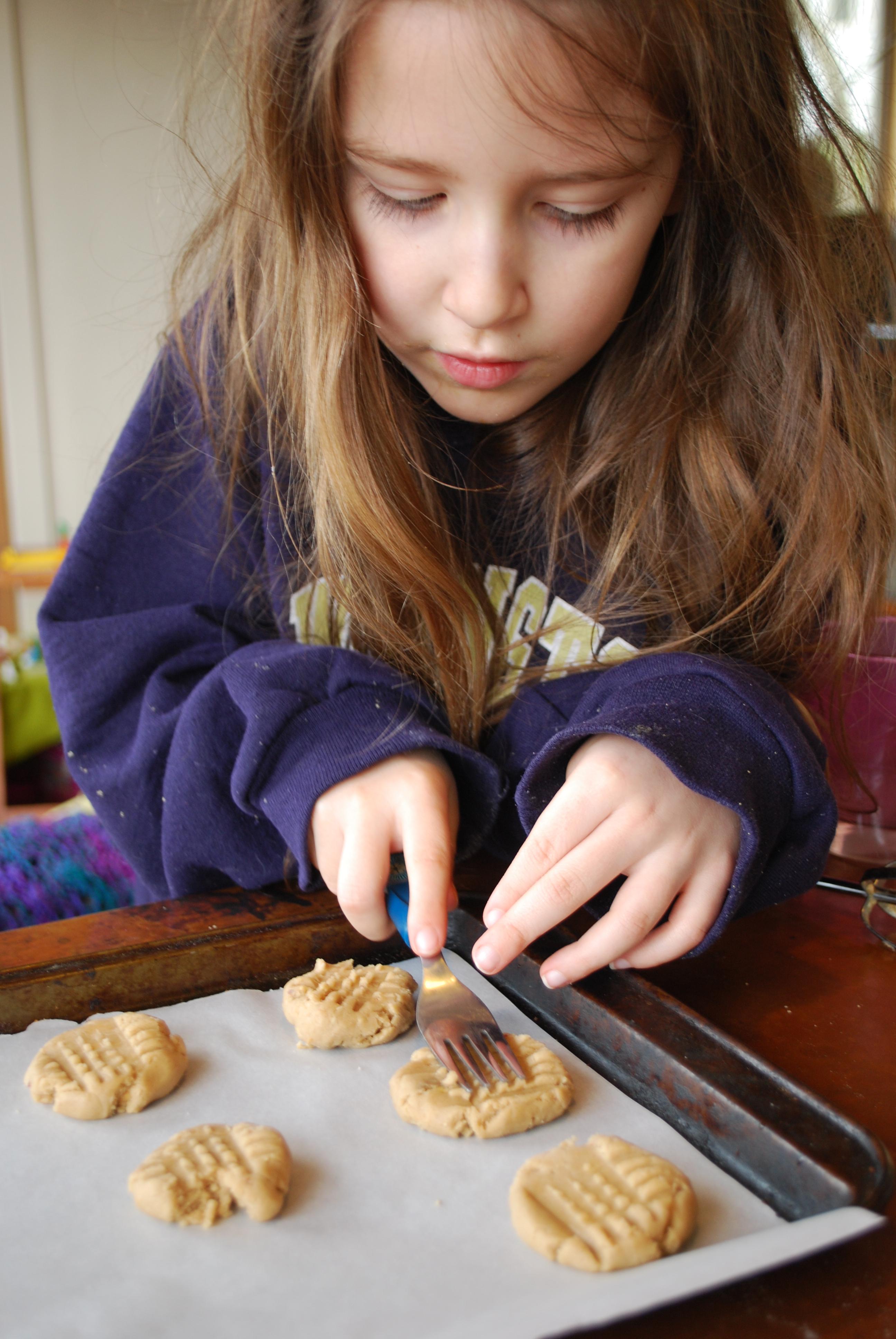 Cocina con tus hijos jugando a los chefs aprender n y se - Nina cocinando ...