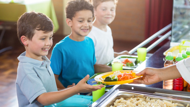 EDUCO_Becas Comedor_niños en comedor