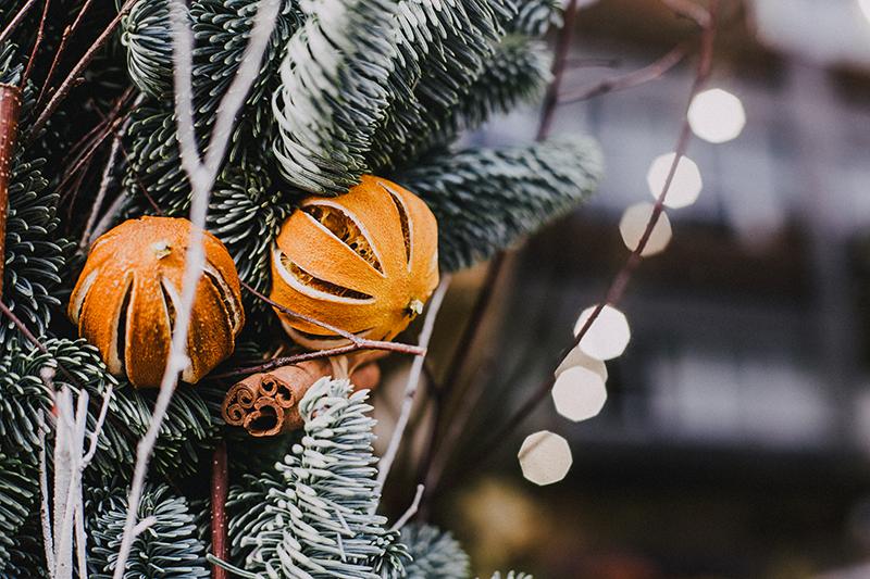 Adonos-navidad-con-cáscaras-de-naranja-DIY-Christmas-ornaments