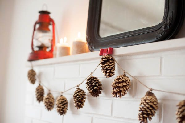 DIY-Gold-Leafed-Pine-Cones-0055